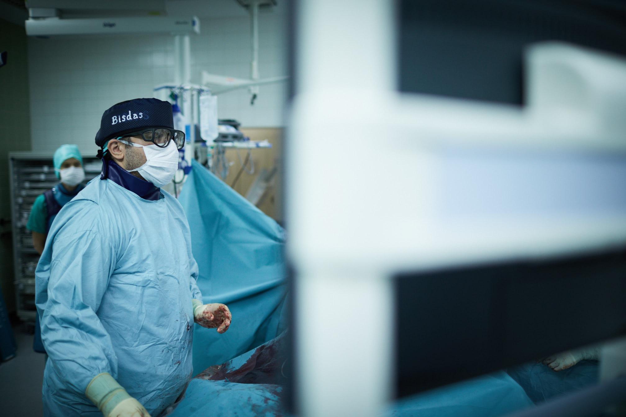 Υβριδικό χειρουργείο Θεοδόσιος Μπίσδας MD, PhD Αν.Καθηγητής Αγγειοχειρουργικής